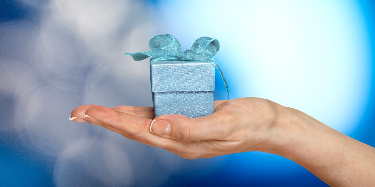 womans hand holding gift box